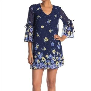 NWT Vince Camuto Blue Floral Dress Bell Sleeves